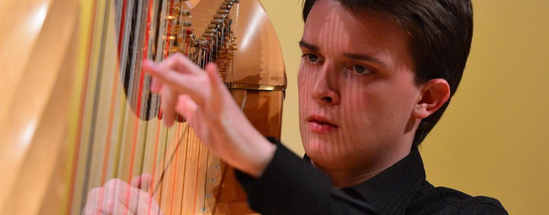 Brin Bernatović – če ne bi bil harfist, bi bil pilot