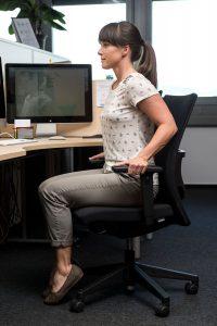 Hana Verdev Krepi trebušne mišice, ramenske mišice in mišice rok.