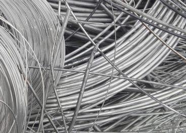 Nakit iz industrijskega aluminija za urbane bojevnice