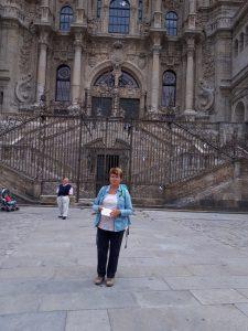 Irena Camino Navdihni.me by Insights d.o.o. 18 Irena pred cerkvijo